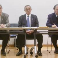 (From left) Secretary general Kunihiko Nakamura and vice secretary generals Masahiko Yoshida and Masao Tachibana dicuss the Japan Basketball Improvement Conference's proposals to the JBA and the struggling Japan men's national team at a Tokyo news conference on Tuesday. | KAZ NAGATSUKA