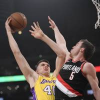 Damian Lillard takes over in fourth quarter in Blazers' victory over Lakers