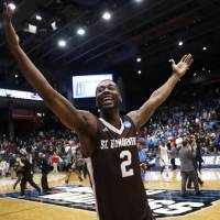 St. Bonaventure stuns UCLA for first NCAA Tournament win since 1970