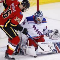 Rangers goalie Henrik Lundqvist ties NHL mark with 50 saves in consecutive games