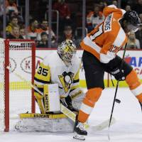 Philadelphia's Wayne Simmonds deflects a shot in front of Pittsburgh goalie Tristan Jarry in the second period on Wednesday night. | AP