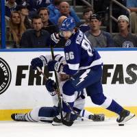 Lightning rally to beat Maple Leafs