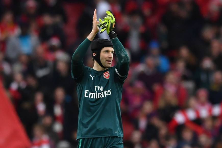 Arsenal cruises past Watford as Petr Cech records 200th clean sheet in Premier League