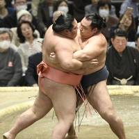 Kakuryu (right) competes with Chiyotairyu at the Spring Grand Sumo Tournament in Osaka on Sunday. | KYODO