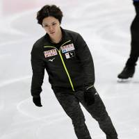 Shoma Uno rocked by injury scare in practice for worlds