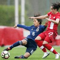 Japan's Mana Iwabuchi (left) and Canada's Jessie Fleming vie for the ball in an Algarve Cup match on Wedneday. Canada won 2-0. | GETTY / VIA KYODO