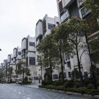 Hong Kong currency defense kills fixed-rate mortgage market