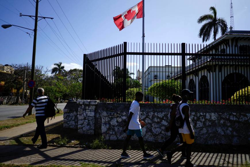Canada pulls families of diplomatic staff from Cuba as mystery ailments linger