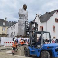 Huge Chinese statue of Karl Marx erected in his German birthplace