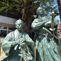A statue of Katsu Kaishu, the shogunate's army minister, and Sakamoto Ryoma, a pro-Imperial activist assassinated in 1867, is placed near Akasaka Hikawa Shrine in Tokyo. The two nurtured a master-pupil relationship that helped with the bloodless surrender of Edo Castle. | YOSHIAKI MIURA