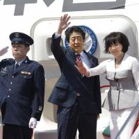 Abe departs on five-nation Mideast tour to focus on energy, regional peace