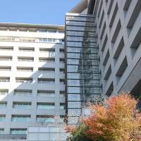 Officials at the Tokyo Regional Immigration Bureau in Minato Ward prevented a Turkish detainee from seeing a doctor for nearly a day despite telling them he was suffering from acute abdominal pain. | KYODO