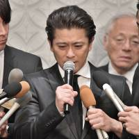 All-male pop idol group Tokio member Tatsuya Yamaguchi speaks to reporters at a Tokyo hotel on Thursday over his alleged indecent acts with a high school girl. | YOSHIAKI MIURA