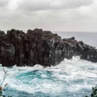 Rugged rocks: A torrid sea crashes against the jagged cliffs that jut out into Sagami Bay, Shizuoka Prefecture.   ANDREW CURRY