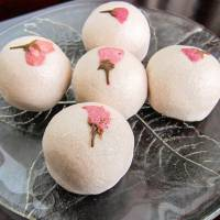 Seasonal sweets: Sakura-mochi, inspired by and flavored with the spring cherry blossoms. | MAKIKO ITOH