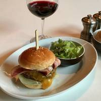 Oak Door Burger: Even with a year's hiatus and a new head chef, the classics are as good as ever. | ROBBIE SWINNERTON