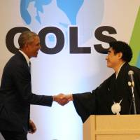 Former U.S. President Barack Obama and Worldwide Support for Development Chairman Haruhisa Handa shake hands during the Global Opinion Leaders Summit in Tokyo on March 25. | WSD