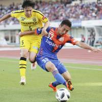 Kashiwa Reysol's Yuta Nakayama (left) and V-Varen Nagasaki's Yuhei Tokunaga compete for the ball during their J. League game on Sunday. Nagasaki won 1-0. | KYODO