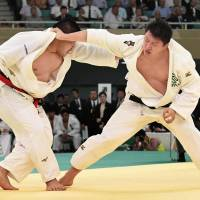 Hisayoshi Harasawa beats defending champion Takeshi Ojitani for second national judo title