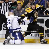 Bruins steamroll Maple Leafs to take 2-0 lead
