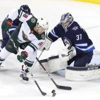 Jets notch first series victory