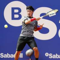 Yuichi Sugita exits Barcelona Open with first-round loss to Guillermo Garcia-Lopez