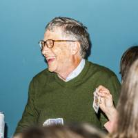Bill Gates, billionaire and co-founder of the Bill and Melinda Gates Foundation, plays bridge at an event on the sidelines of the Berkshire Hathaway Inc. annual shareholders meeting in Omaha, Nebraska, on Sunday. | BLOOMBERG