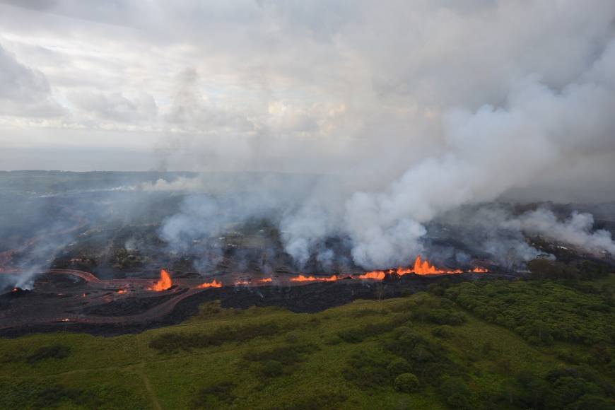 This Saturday aerial photo released by the U.S. Geological Survey shows lava fountains from Fissure 20 in Kilauea Volcano's lower East Rift Zone in Pahoa, Hawaii. | U.S. GEOLOGICAL SURVEY / VIA AP