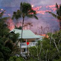 Kilauea lava flow grows hotter; residents airlifted to safety