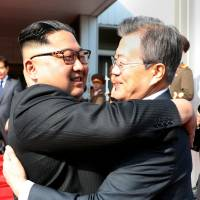 South Korean President Moon Jae-in bids farewell to North Korean leader Kim Jong Un on Saturday as he leaves after their summit at the truce village of Panmunjom on the border between the two Koreas. | REUTERS
