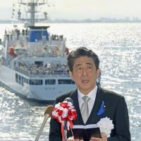 Abe urges Coast Guard to fulfill duties to protect nation's territorial waters