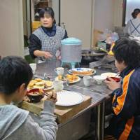 More Japanese eating alone amid aging society: report