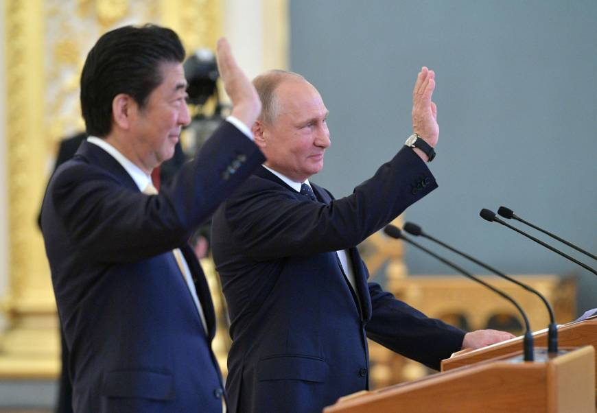 Abe continues balancing act with Putin as he chases peace treaty, disputed isles at Moscow summit