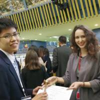 Negotiating global issues, Tokyo high schools awarded prizes at mock U.N. conference