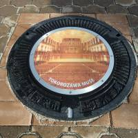 A manhole cover design created by the Tokorozawa Municipal Government is displayed as an example as the city prepares to use the lids as an advertising medium. | TOKOROZAWA CULTURAL FOUNDATION