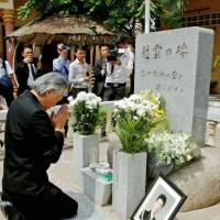 Japanese Ambassador to Cambodia Hidehisa Horinouchi on Friday prays for police officer Haruyuki Takata, who was killed on May 4, 1993, during Japan's first U.N. peacekeeping operation, at a memorial service in Phnom Penh to mark 25 years since his death. | KYODO