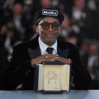 Director Spike Lee poses with his trophy on Saturday during a photocall after he won the Grand Prix for the film 'BlacKkKlansman' at the 71st edition of the Cannes Film Festival.   AFP-JIJI