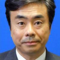 Ex-aide to Abe likely to admit meeting with Kake official in LDP move to mitigate opposition criticism