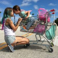 We are family: Bria Vinaite and Brooklynn Prince play a mother and daughter living out of a motel in 'The Florida Project.' | © 2017 FLORIDA PROJECT 2016, LLC.