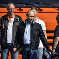Russia sets out to sanction Western sanctions