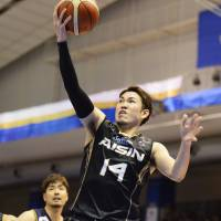 The SeaHorses' Kosuke Kanamaru goes up for a layup during Saturday's playoff opener against the Brex in Kariya, Aichi Prefecture. Kanamaru scored a game-high 26 points in Mikawa's 77-63 victory. | B. LEAGUE