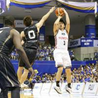 Alvark guard Seiya Ando sparked his club with 14 points in Game 1 of their B. League Championship semifinal series against the SeaHorses on Saturday in Kariya, Aichi Prefecture. Tokyo topped Mikawa 69-65 in overtime. | B. LEAGUE