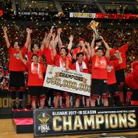 Tokyo Alvark players celebrate after defeating the Chiba Jets Funabashi in the B. League Championship Final on Saturday at Yokohama Arena. | YOSHIAKI MIURA
