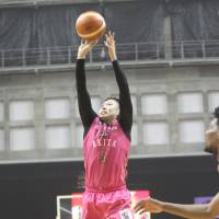 Akita's Shigehiro Taguchi shoots a 3-pointer in the fouth quarter against visiting Kumamoto in the B2 playoff semifinals on Saturday. The Northern Happinets won the series opener 85-81, with Taguchi scoring a game-high 30 points. | B. LEAGUE