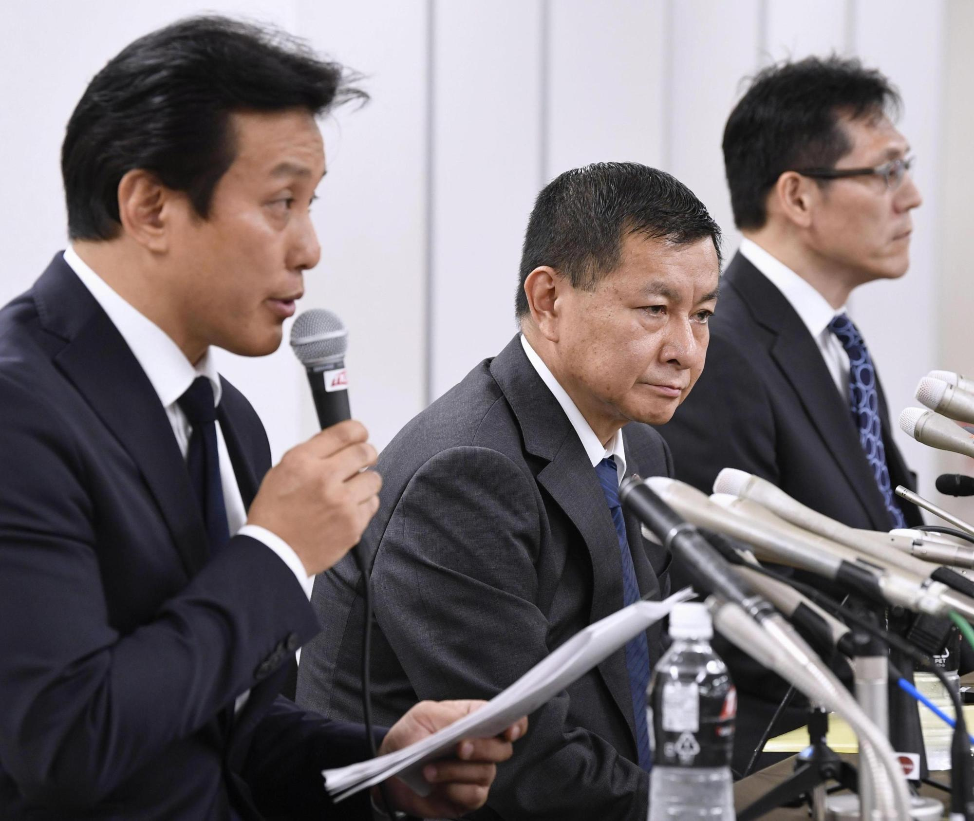 Keiji Morimoto, chairman of the Kanto Collegiate Football Association's discipline committee (left), speaks at a news conference on Tuesday night in Tokyo. | KYODO