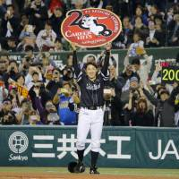 Hawks' Seiichi Uchikawa reaches 2,000-hit milestone during win over Lions