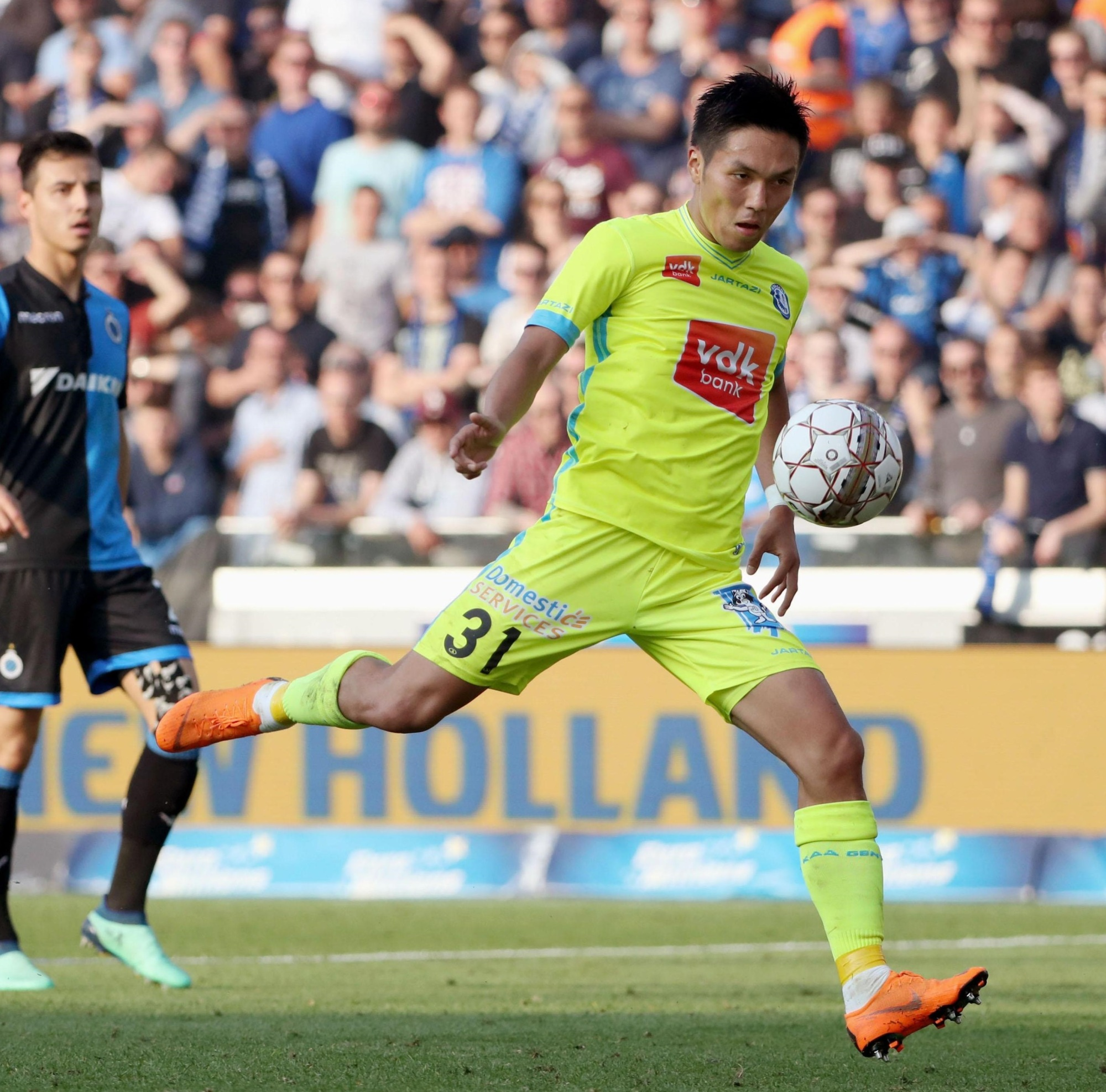 Yuya Kubo prepares to shoot during Gent's 1-0 win over Club Brugge on Sunday in the Belgian First Division A championship playoffs. | KYODO