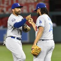 Kemp comes through to help Dodgers sweep doubleheader