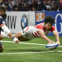 Japan's Shota Horie scores a try during the Brave Blossoms' 23-23 draw with France in Paris on Nov. 25, 2017. | KYODO