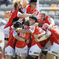 Sunwolves players celebrate after Hayden Parker's kick gave them a 26-23 victory over the Stormers in Hong Kong on Saturday. | KYODO